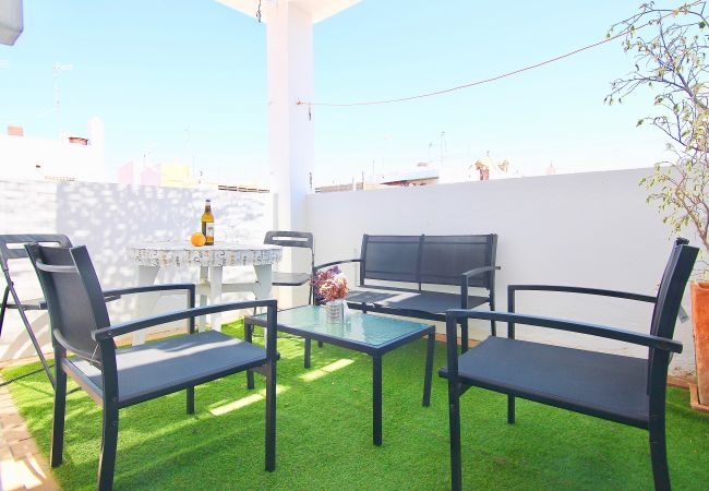 Apartamento en Cádiz - C4R El Ático de las MARINAS (Free Parking)